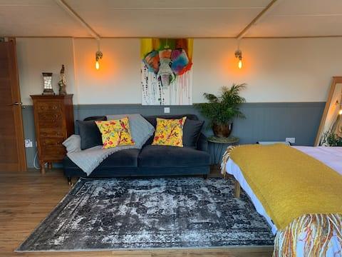 The Cabin/Tarka Suite