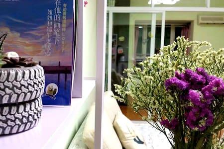解放碑中心美食街/洪崖洞/石灰市李串串/珮姐老火锅【粽子和小笼包的家】 - Chongqing