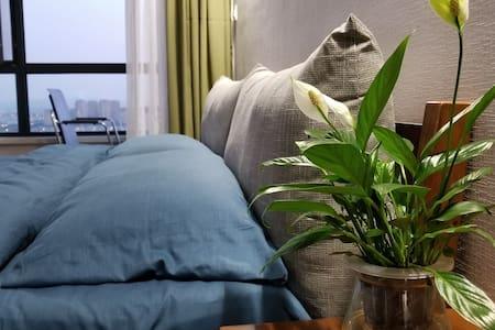 四月天  北欧风观海公寓 鲅鱼圈海滨浴场入口处 独立一居室高层公寓