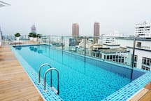 Sky pool-Have a dip while enjoying the breathtaking view of KL.