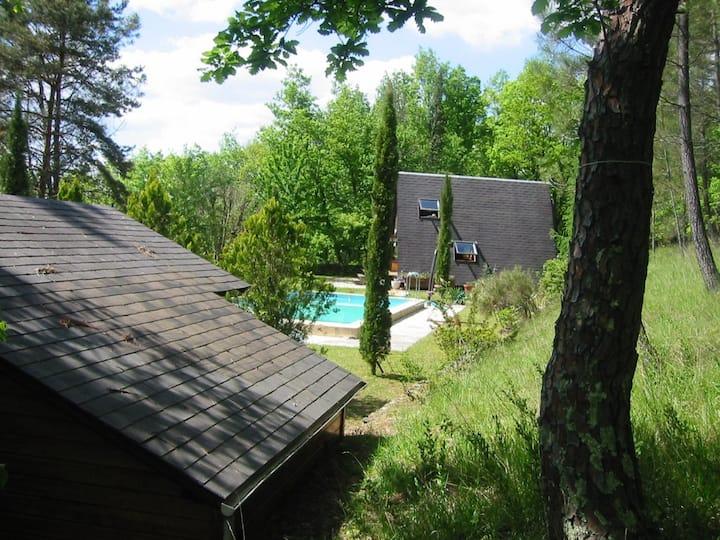 Chalet avec piscine dans un parc boisé - Périgord