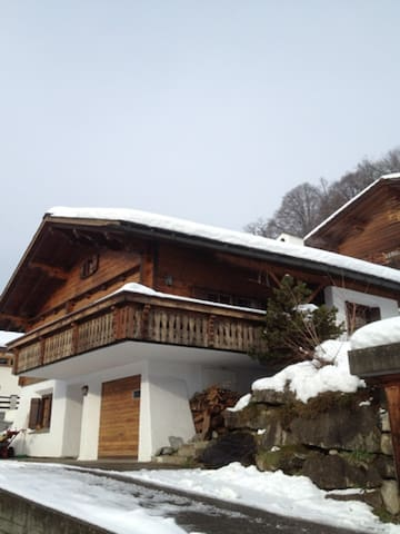 Charming chalet close to slopes of Klosters& Davos - Küblis - Hytte (i sveitsisk stil)