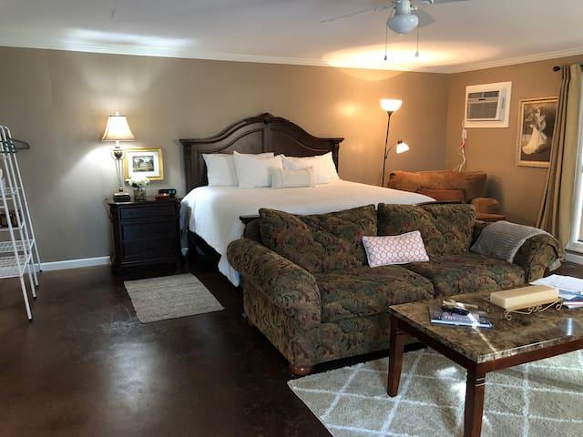 Cozy Private Suite Nestled In Cajun Richness