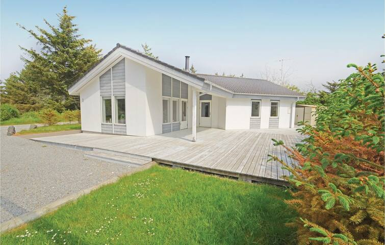 Holiday cottage with 3 bedrooms on 120m² in Vestervig