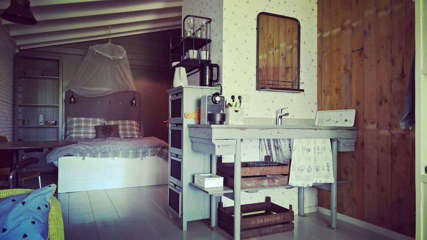 't Atelier: rustig en rustiek bij het Markermeer - Schellinkhout - Hytte