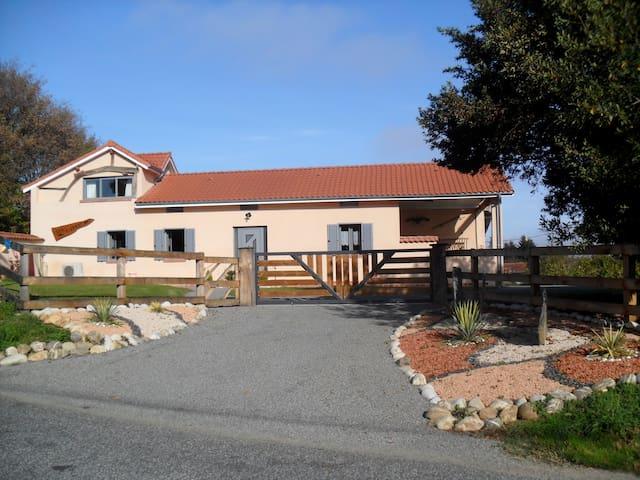 Gite 6 personnes aux portes de la Gascogne - SOREAC - House