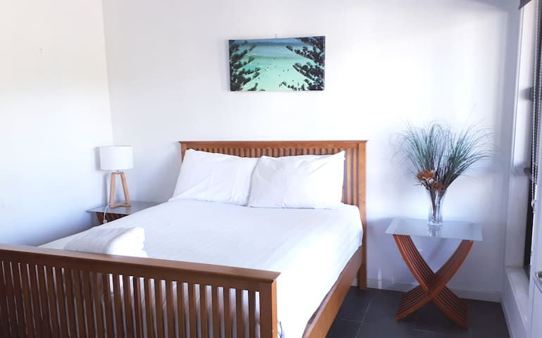 Why stay in a Hostel/Motel? LAST MINUTE DEALS!