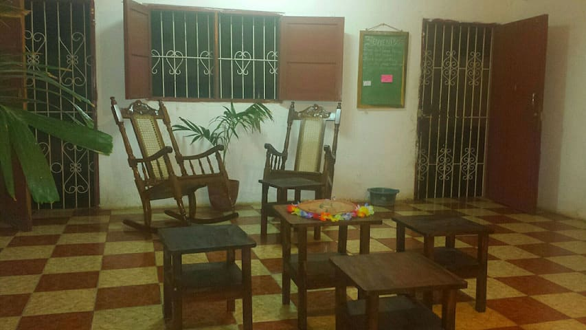 Rooms for rent in center of León - Casa Nica (#1) - León - Haus