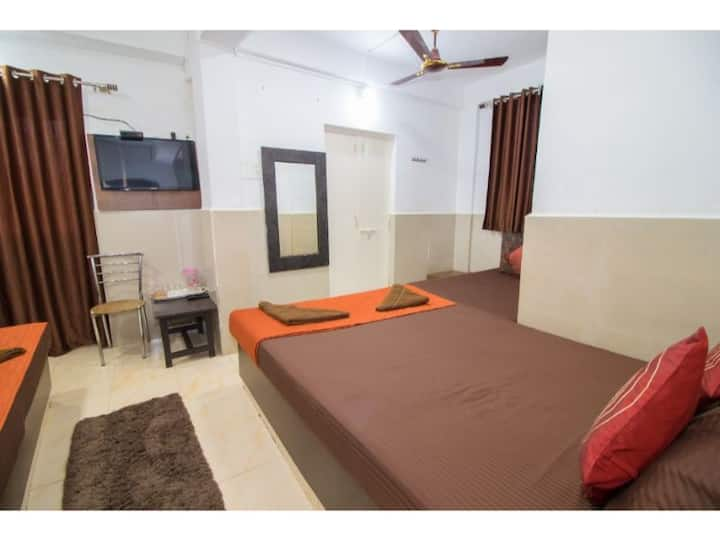 Six Bedded Non Ac Room( Travellers Inn)