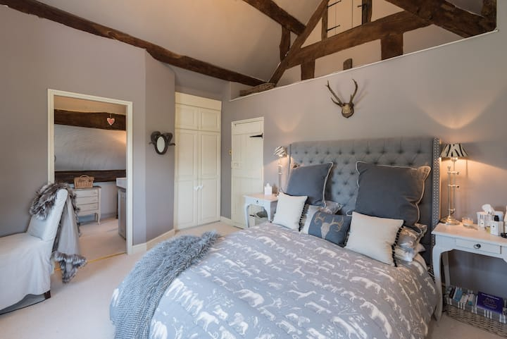 Stag Queen Room with Ensuite