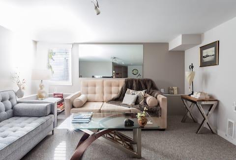 Clean, Elegant and Spacious Suite in Kits West