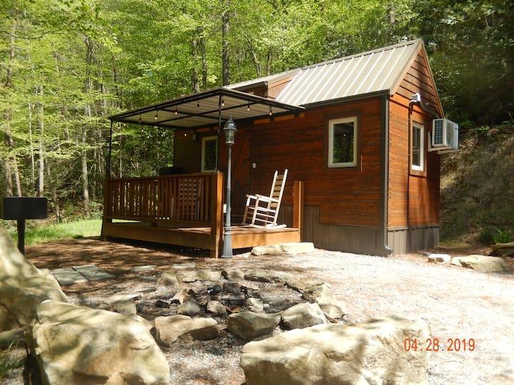 Cozy Tiny House - Mountain Side Retreat