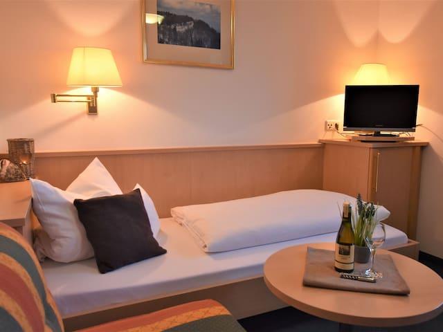 Berghotel Restaurant Zollersteighof, (Albstadt), Einzelzimmer Zollernburg