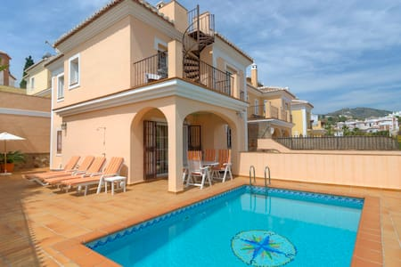 Luxury villa with private pool in Nerja - ネルハ - 別荘