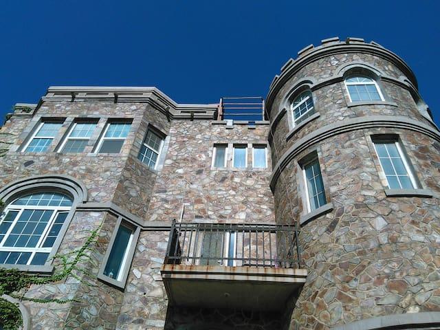 绿茵古堡-地中海房间+美式乡村房间