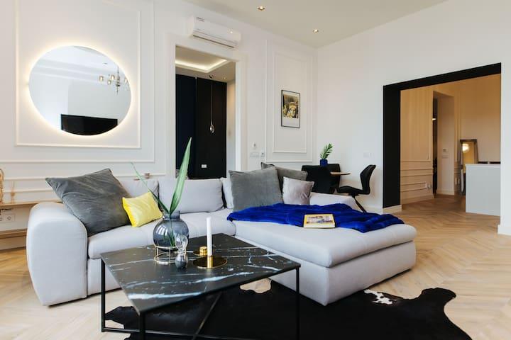 """LOFT"" Luxury Apartment"