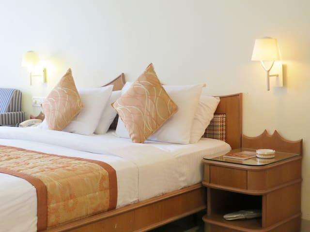 Mango Classic Hotel Room  Mahabaleshwar