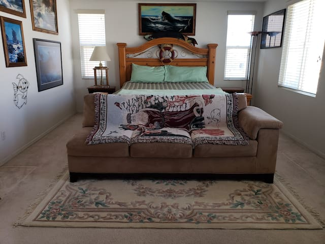 Business Master Room Bed & Breakfast House!