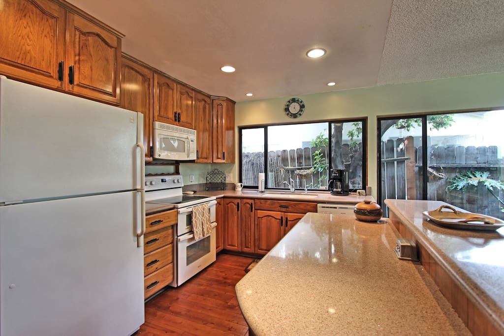 Look at those great windows behind the sink and dishwasher