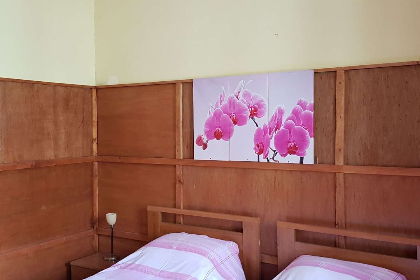 Pink bedroom  with a lovely garden view balcony and TV (80 international channels)