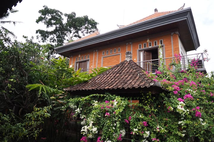 Garden Temple stay, heart of Ubud.