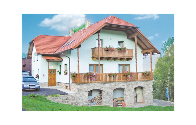 Semi-Detached with 3 bedrooms on 138m² in Nebahovy