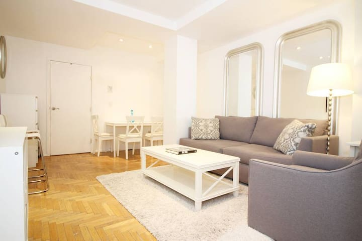 Stylish & Large 1-Bedroom by Central Park