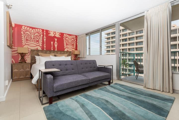 **5 min to Waikiki Beach**King Size Bed**