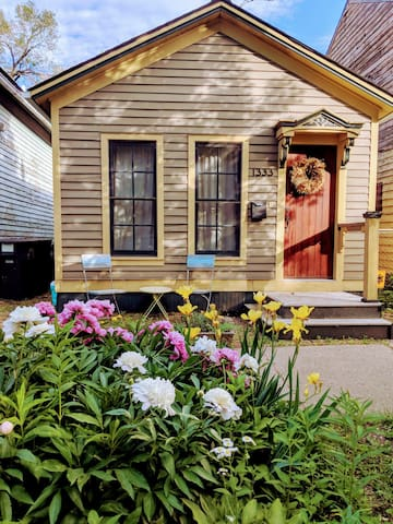 Beautiful Corktown Cottage with 24hr Covid Buffer