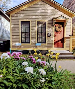 Beautiful Corktown Cottage with 48hr Covid Buffer
