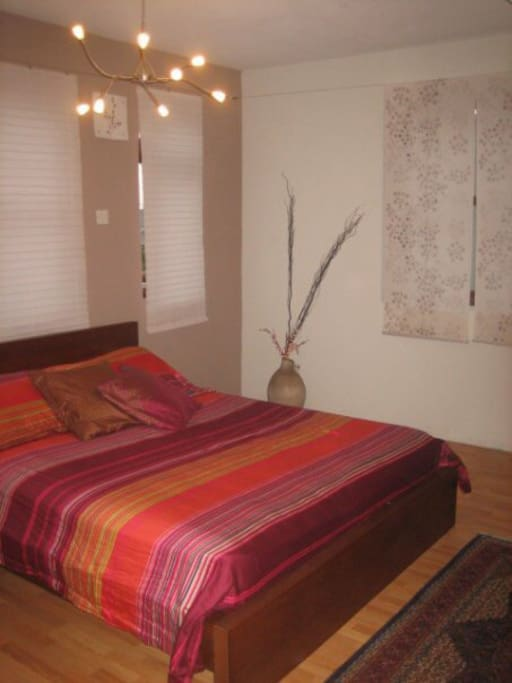 Spacious 1 bedroom with walkin closet - can convert to a second bedroom for kids.
