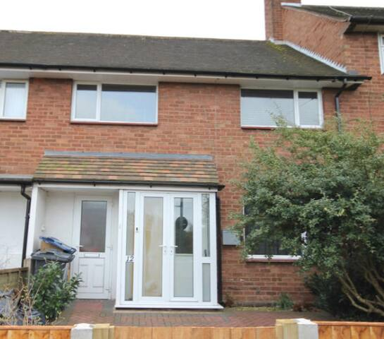 Lovely 3 bed terraced house, long term