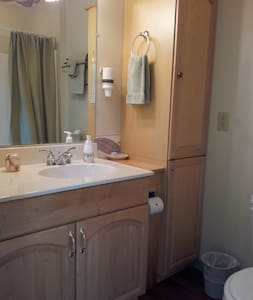Woodchester Cottage Suite - Brattleboro