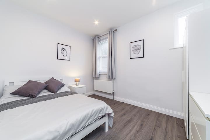 Modern & Spacious Double Room in East Sheen