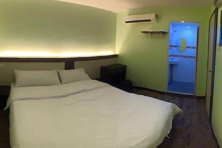 双人套房:木板式地板。干净舒适。H07 - Ledang - Slaapzaal