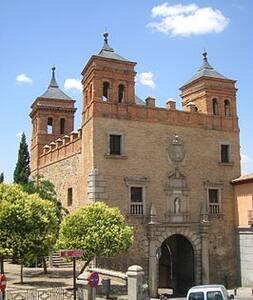 Habitación con derecho a cocina casco histórico - Toledo - Bed & Breakfast