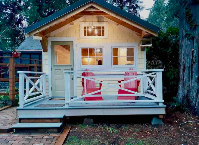 Charming Tiny House On Lake: Kayak-swim-hike-relax