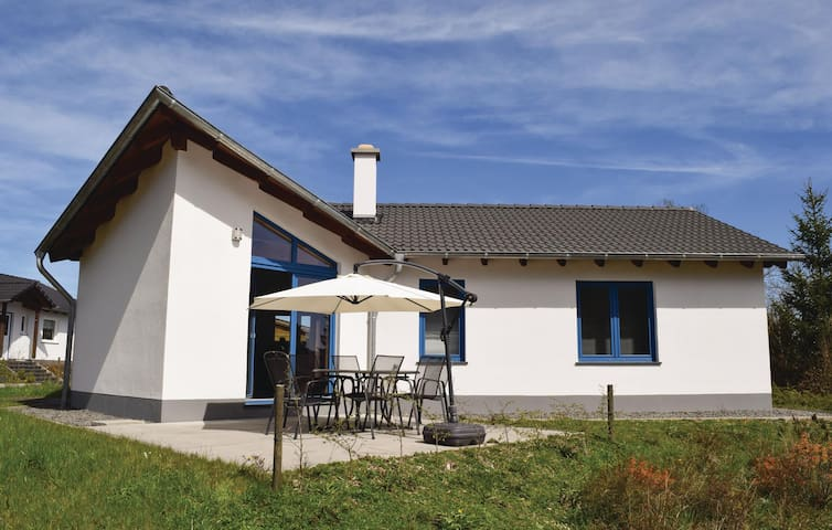 Holiday cottage with 3 bedrooms on 70 m² in Gerolstein