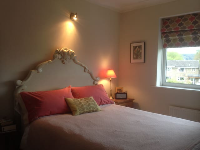 Attractive double bedroom in own house