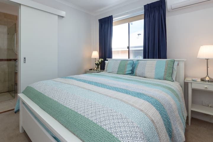 North Beach Bnb Mettams Room Bed And Breakfasts For Rent In North Beach Western Australia Australia