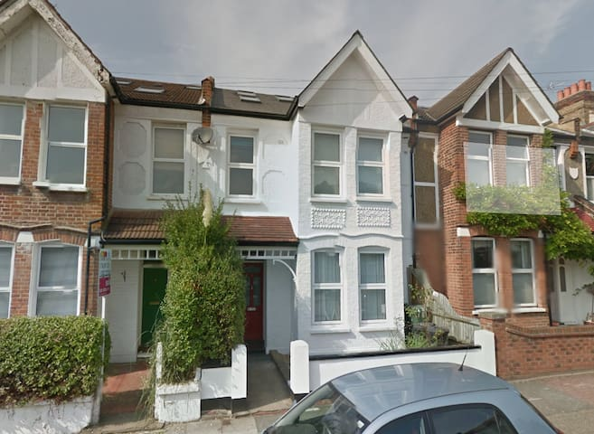 Maisonette with large living area - London