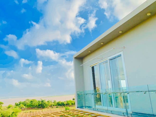 Luxury stay at Ganore Farmhouse (Farmhouse/Villa)