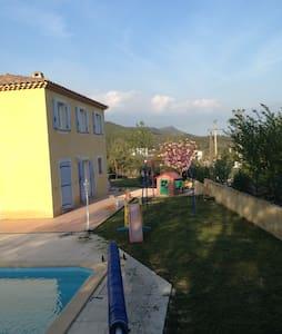 Belle villa centre Var - Forcalqueiret  - Hus
