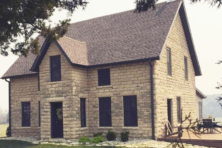 Historic Flint Hills Home Minutes to Downtown