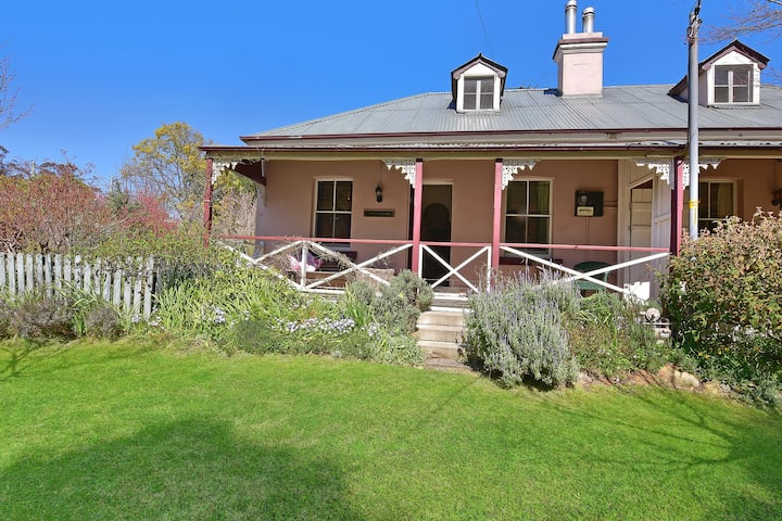 Larsen's Cottage 1