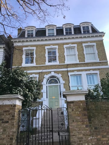 1 bedroom flat in Richmond, London, available
