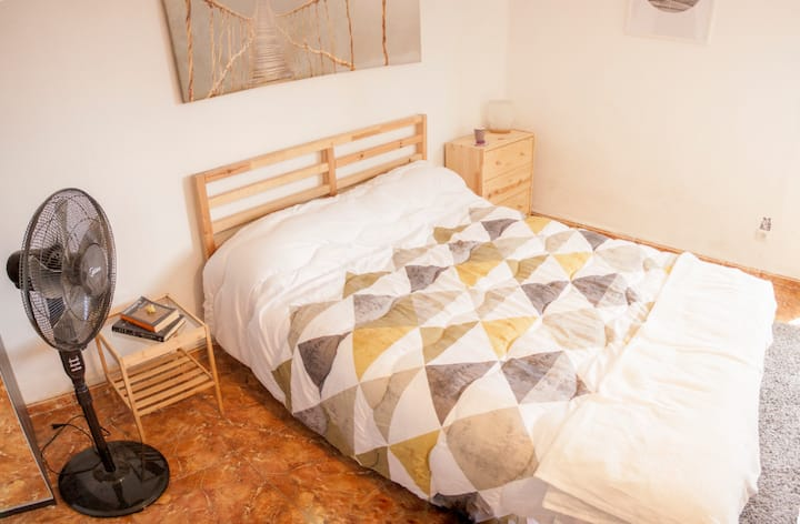 Habitación espacioso en Santa Cruz capital (A)