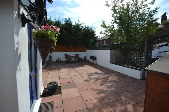 Large Paved garden