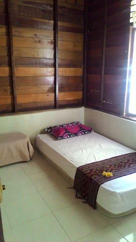 Nina Guesthouse - Single bedroom in garden house
