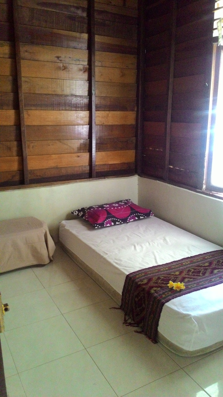 Nina Guesthouse - Single bedroom in garden house